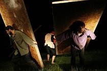 POHYBOVÉ DIVADLO. Malovické divadlo Continuo uvede v sobotu na festivalu Vodňany žijou hru Finis terrae (na snímku).