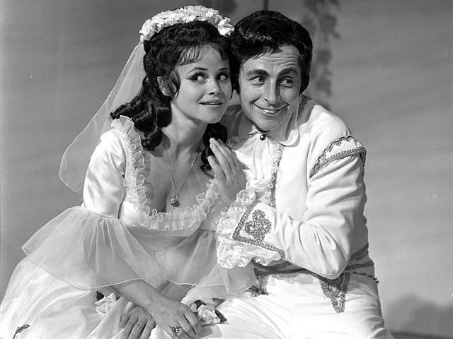 Josef Průdek, osobnost opery Jihočeského divadla, slaví 70. narozeniny. Snímek z představení Figarova svatba.
