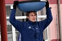 V Teplicích se fotbalistům Dynama nedařilo (na snímku z přípravy stoper Pavel Novák).