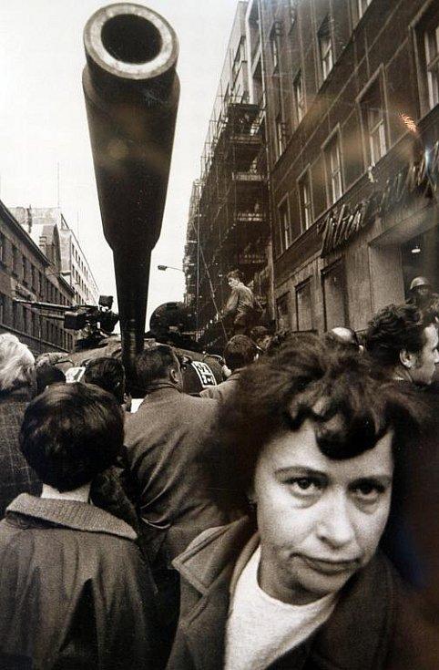 Písecká Sladovna připomíná výstavou Invaze ve fotografii - Srpen 1968 ruskou okupaci, od níž v neděli 21. srpna uplyne 43 let. Na snímku Opletalova ulice v Praze v srpnu 1968.