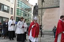 Na Květnou neděli směřoval v Českých Budějovicích průvod z Piaristického náměstí do katedrály.