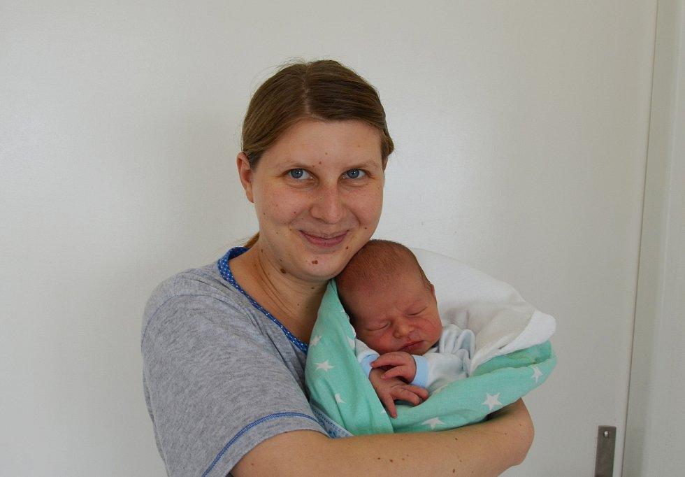 Štěpán Svatý z Libějovic. Prvorozený syn Veroniky a Tomáše Svatých se narodil 19. 4. 2021 ve 22.56 h., vážil 3,45 kg.