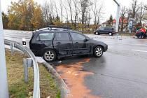 Řidič pravděpodobně přehlédl světelné značení na křižovatce a před ním stojící vozidlo. V krvi mu koloval alkohol!