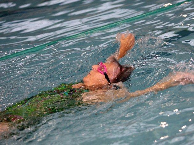 udmila Sýkorová se narodila v roce 1927, přesto chodí stále dvakrát týdně plavat.