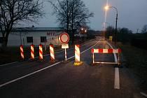 S úplnou uzavírkou rekonstruované křižovatky Na Rozcestí musejí po oba víkendové dny počítat řidiči projíždějící Rudolfovem.