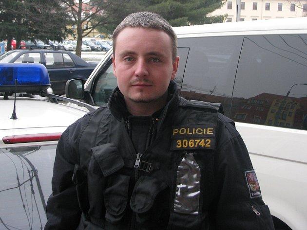 Podpraporčík Radek Bouda z budějovické Skupiny základních kynologických činností.