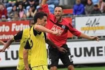 Roman Lengyel marně signalizuje Vackův ofsajd, gól na 0:1 platil.
