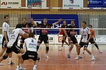 Českobudějovické týmy Jihostroj i EGE (na snímku z pohárového utkání)  vyhrály základní části svých soutěží. EGE už je ve finále první ligy, extraligoví borci mají cestu před sebou.