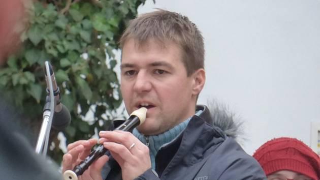 Zpívání koled na Hluboké.