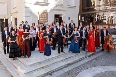 Jihočeská filharmonie kromě na pódiu hrála také ve filmu. Muzikanti se najdou v několika záběrech. Natáčelo se na Ukrajině.