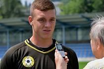 Kamil Hajdušek v létě chytal v Jihlavě ještě za juniorku Dynama, v Písku ale v zápase s mladíky Dynama byl v domácí brance.