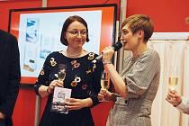 Hana Lehečková s redaktorkou Vyšehradu Alenou Snelling při křtu své novinky na Světu knihy v Praze.
