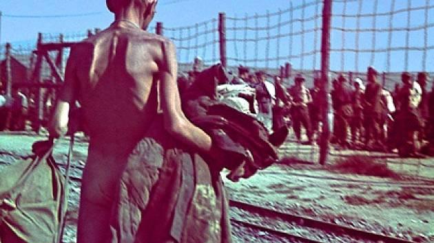 Sovětský zajatec v lágru v Zeithainu.