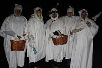 Znovuobjevenou tradicí se za posledních několik let staly v Pištíně obchůzky Lucií.