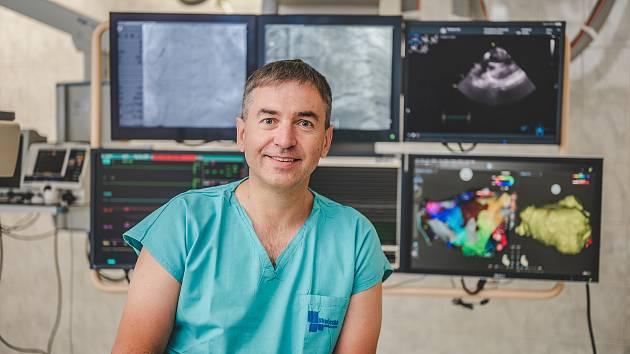 Profesor Bulava je vedoucím lékařem úseku arytmologie a kardiostimulace kardiocentra českobudějovické nemocnice.