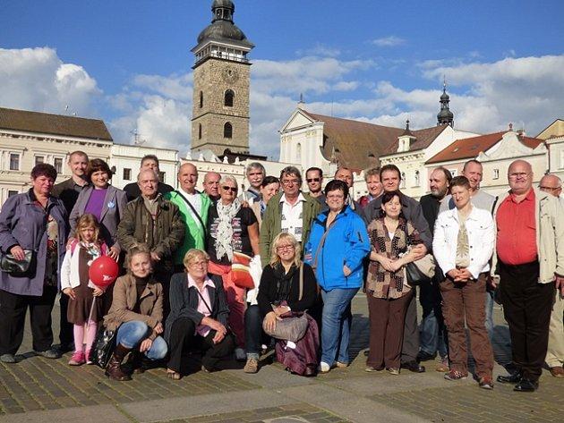 Prohlídka města byla jednou z akcí dvoudenního bohatého programu, které se neslyšící v rámci Mezinárodního dne neslyšících v Českých Budějovicích účastnili.