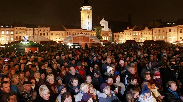 Česko zpívá koledy 11. prosince na českobudějovickém náměstí Přemysla Otakara II.