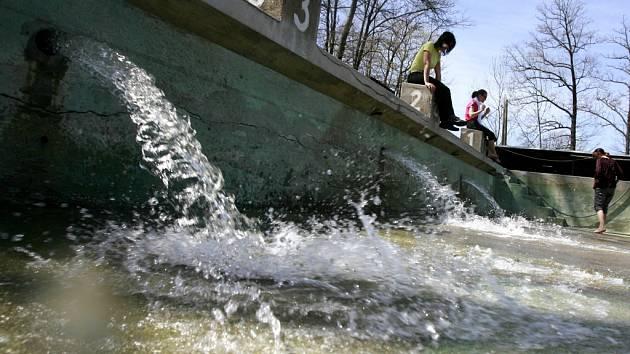 Nejstarší přírodní plovárna v České republice ve Volyni zahájí o víkendu provoz.