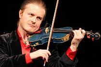 V rodném městě zahájí 25. listopadu své turné Sporcelain houslový virtuos Pavel Šporcl.
