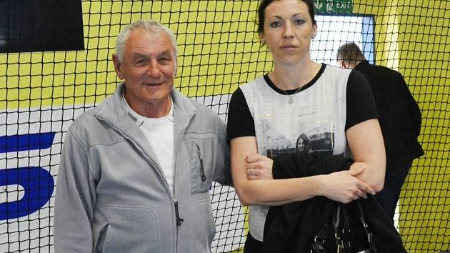 NÁVRAT. Barbora Raníková se svým dědou Arnoštem Raníkem, který je při interligových zápasech pořadatelem.