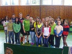 Hráči SK DDM Kotlářka zelený dres Peter Turček, černočervený Tomáš Málek předvedli v Horní Stropnici mladým zájemcům exhibici ve stolním tenisu.