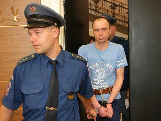 Martin Csavoj je souzen pro útok nožem na svého strýce.