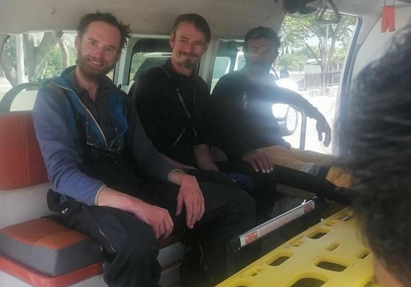 Vrtulník pákistánské armády 15. září 2021 ráno převezl do bezpečí české horolezce Jakuba Vlčka a Petra Macka, kteří s kolegou z Pákistánu v minulých dnech nedokázali dokončit sestup z hory Rakapoši.