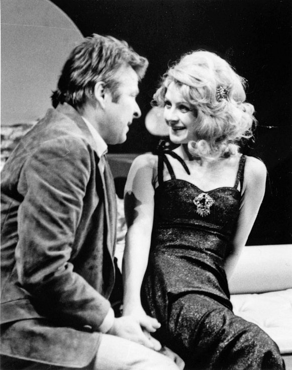 Herečka Bibiana Šimonová jako Doris ze hry V stejný čas za rok zas, 1981.