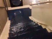 Jihočeské divadlo vyplavila bouřka. Voda natekla do budovy střechou kvůli ucpanému okapu.