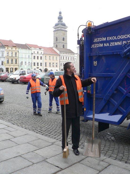 Představení nového automobilu byl přítomen i primátor Juraj Thoma, který nezaváhal a na několik chvil se stal součástí osádky vozu.