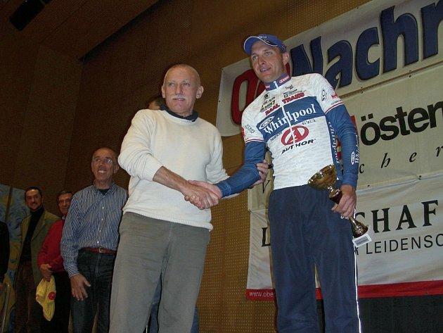 Český cyklista Petr Benčík neudržel v poslední etapě vedení v Závodě  přátelství, jednatřicetiletý člen týmu PSK Whirlpool obsadil třetí příčku, jedním z prvních gratulantů byl hejtman Jihočeského kraje Jan Zahradník.