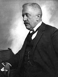 Před sto lety byl prvním starostou.
