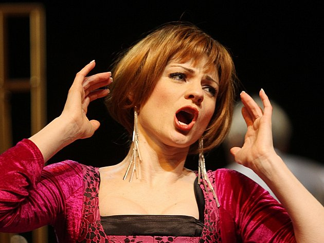 Špičkový výkon podává v inscenaci opery Figarova svatba, kterou uvádí Jihočeské divadlo, sopranistka Marie Fajrtová jako hraběnka Almaviva.