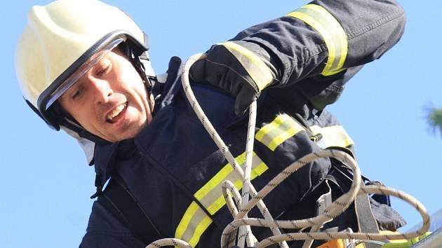 Nejtvrdší hasiči se utkají v úterý dopoledne u Stezky korunami stromů. Archivní snímek pochází z roku 2011.