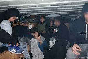 V kontejneru ilegálů.