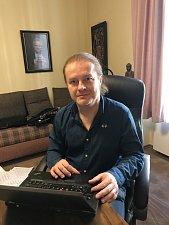 Pavel Šporcl bude v Českých Budějovicích koncertovat 4. 12. od 19 hodin v pavilonu T1 na výstavišti. Ochotně odpovídal na zvídavé dotazy čtenářů Českobudějovického deníku.