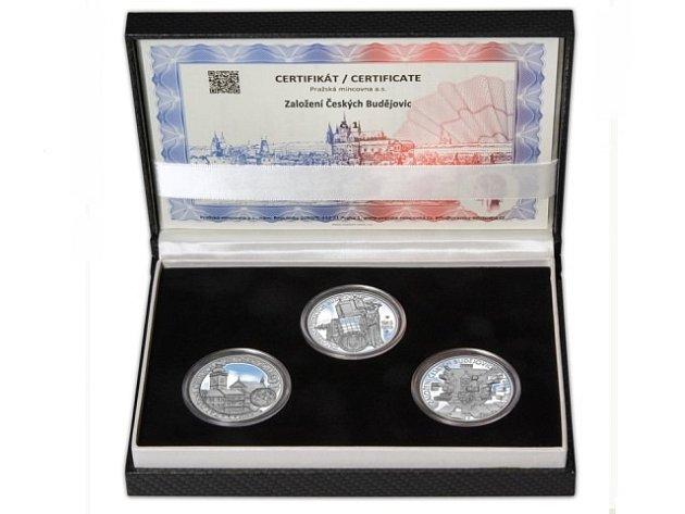 Kolekce, kterou vydala Pražská mincovna kvýročí Českých Budějovic.