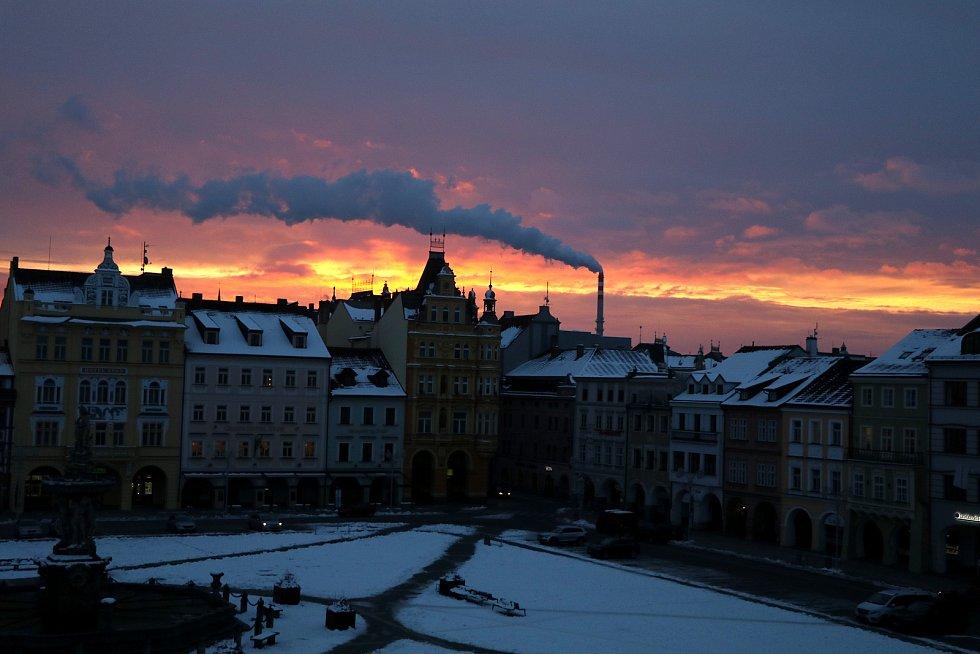 Nádherný východ v Českých Budějovicích z oken redakce