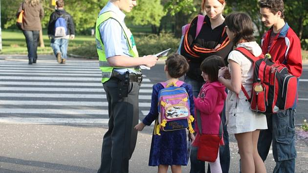 Policisté se minulý týden zaměřili na bezpečné přecházení vozovky.