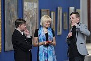 Alšova jihočeská galerie otevřela na Hluboké výstavu Ilja Repin a ruské umění. Nabízí přes 100 prací, potrvá do 27. září. Na snímku zleva kurátoři Vlastislav Tokoš, Julie Jančárková a ředitel Alšovky Aleš Seifert.