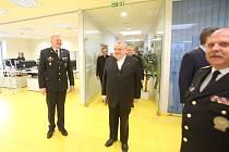 Kardinál Dominik Duka navštívil policii.