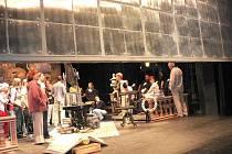 Jihočeské divadlo nabídlo v úterý a ve středu zájemcům prohlídku zázemí. Konaly se dna otevřených dveří, kdy se do akce dostala i bezpečnostní železná opona.