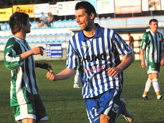 Strakonický Václav Mrkvička si s chutí zastřílel v divizním utkání s pražským Meteorem, dal Pražanům tři góly.