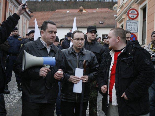 Dělnická strana uspořádala na protest proti zasedání ministrů demonstraci.