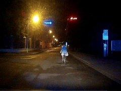 Rovný směr neudržela při jízdě centrem Budějovic cyklistka, kterou strážníci potkali v pátek v půl druhé ráno v Biskupské ulici.