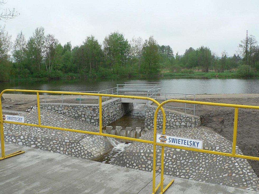 V Českých Budějovicích vstoupila do další fáze stavba Propojení okruhů mezi Okružní a Nádražní ulicí. Most přes biokoridor u Pilmanova rybníka.