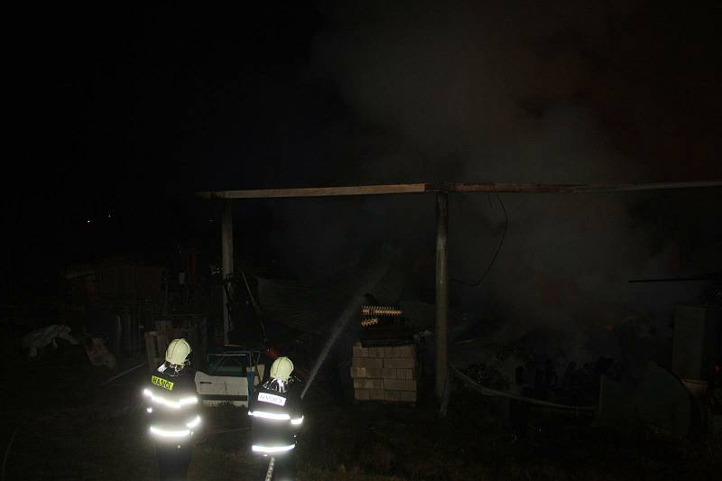 Požár skladu v Jílovicích v roce 2020 působil škodu za téměř milion korun.