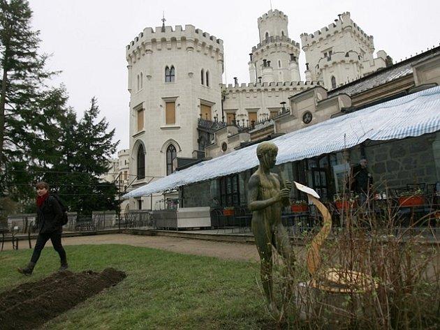 Mladí umělci oživili venkovní sochařskou expozici 20. století na Hluboké.