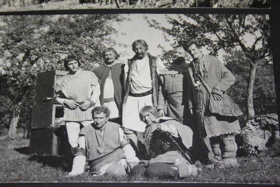 Natáčení filmu Údolí včel se odehrálo před 45 lety v Kuklově u Brlohu na Českokrumlovsku. Ve filmu si zahrála řada Brložanů.
