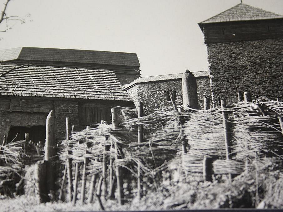 Natáčení filmu Údolí včel se odehrálo před 45 lety v Kuklově u Brlohu na Českokrumlovsku. Takto upraven byl Kuklov pro potřeby filmu.